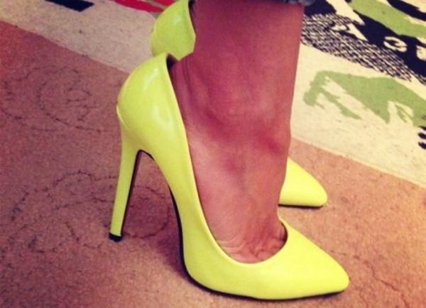Если у вас случился такой конфуз: туфли или ботинки куплены, но велики на размера, не расстраивайтесь.