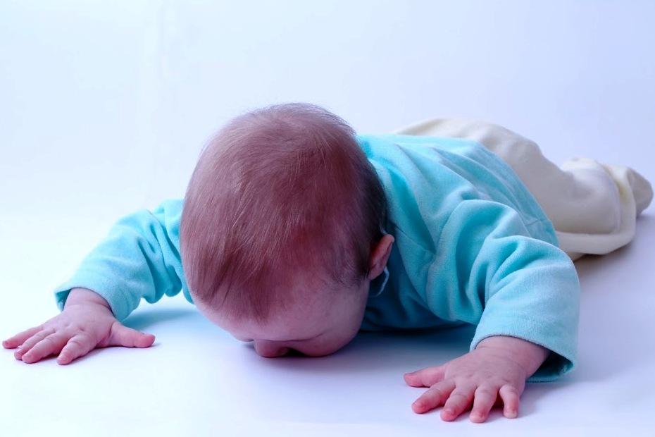 Sześciomiesięczne Dziecko Spadło Z łóżka Postępowanie W